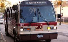 Автобус на Ямайке. Фото с сайта hopetunnel.org