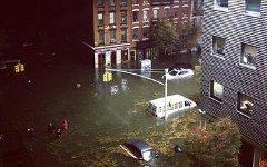 Затопленные улицы в Нью-Йорке. Фото пользователя Twitter @kevinbarnett