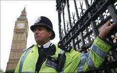Лондонский полицейский. Фото с сайта actualcomment.ru