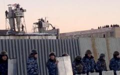 Заключенные на крыше ИК-6. Стоп-кадр с видео на YouTube
