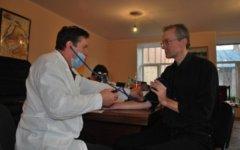 Медицинское обследование Олега Шеина. Фото из «Живого Журнала» активиста