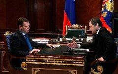 Медведев и Сурков; фото с сайта пресс-службы президента