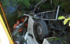 Автобус упал с моста. Фото с сайта noviny.su