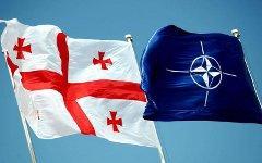 Флаги НАТО и Грузии. Фото с сайта blog-mashnin.ru