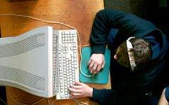 Компьютер и подросток. Фото с сайта compulog.ru