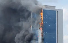 Пожар в Polat Towers. Стоп-кадр с видео в YouTube