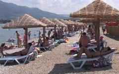 Пляж в Геленджике. Фото пользователя Twitter @KhrestinVA