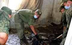 Военнослужащие разбирают завалы. Фото с сайта mil.ru