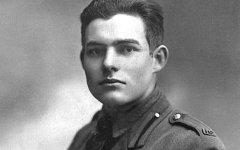Эрнест Хемингуэй в военной форме. Фото с сайта wikipedia.org