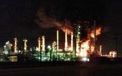 Пожар на нефтеперегонном заводе. Фото с сайта krmg.com