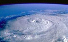 Тайфун над океаном. Фото с сайта oboi-mira.ru