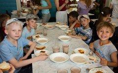 Столовая в детском лагере. Фото с сайта 43foto.ru