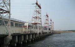 Чебоксарская ГЭС. Фото Ивана Сливы с сайта wikipedia.org