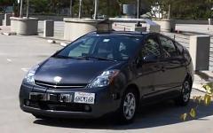 Машина с автоматическим управлением. Кадр из видео на YouTube