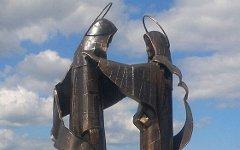 Памятник Петру и Февронии. Фото с сайта uralinform.ru