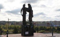 Памятник Петру и Февронии. Фото с сайта 66.mvd.ru