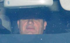 Анатолий Сердюков 11 января в автомобиле у здания СК © РИА Новости, Илья Питалев