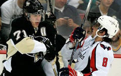 Евгений Малкин и Александр Овечкин. Фото с сайта penguins.nhl.com