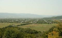 Вид с горы на Земо Алвани. Фото Aleksey Muhranoff с сайта wikipedia.org