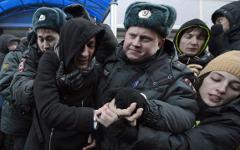 Акция ЛГБТ у здания Госдумы © РИА Новости, Максим Блинов