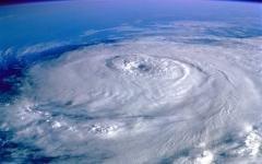 Тайфун над океаном. Фото с сайта wallpapers.99px.ru