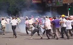 Разгон протестующих в Египте. Стоп-кадр с видео в YouTube