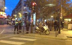 Полиция у здания CIC в Париже. Фото пользователя Твиттера @EliseBarthet