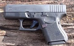 Пистолет Glock. Стоп-кадр с видео в YouTube