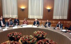 Переговоры в Женеве. Фото и Твиттера Майкла Манна