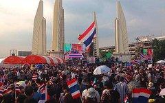 Демонстрация в Бангкоке. Фото пользователя Twitter @rperrett