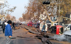 Последствия взрыва нефтепровода. Фото zhangbinghl с сайта weibo.com