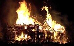Пожар в церкви. Стоп-кадр с видео в YouTube