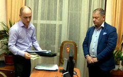 Андрей Ковалев (справа) во время задержания. Фото СУ СКР по Астраханской области