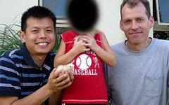 П.Труонг и М.Ньютон с приемным сыном. Фото с сайта brisbanetimes.com.au