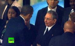 Барак Обама и Рауль Кастро. Кадр телеканала Russia Today