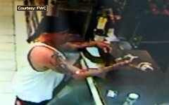 Фернандо Агилера в магазине. Кадр с видео FWC