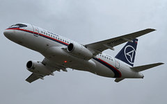 Sukhoi Superjet 100. Фото пользователя Flickr Ronnie Macdonald