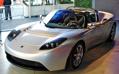 Спортивный электромобиль Tesla Roadster. Фото пользователя Flickr Plug In Americ