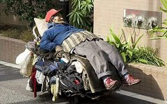 Бездомный в США. Стоп-кадр с видео в YouTube