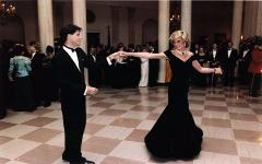 Леди Диана танцует с Джоном Траволтой. Фото с сайта wikipedia.org