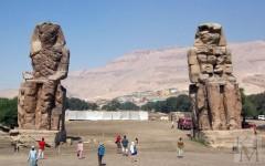 Аменхотеп III (колоссы Мемнона). Фото с сайта megabook.ru