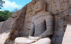 Статуя Будды на Шри-Ланке. Фото с сайта wikipedia.org