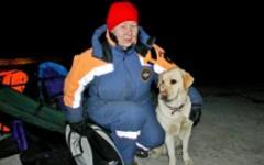 Сотрудник МЧС с собакой-следопытом. Фото с сайта 17.mchs.gov.ru