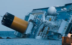 Крушение лайнера Costa Concordia. Фото с сайта commons.wikimedia.org