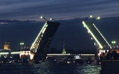 Дворцовый мост. Фото Андрея Корзуна с сайта wikipedia.org