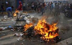 Беспорядки в Венесуэле. Фото с сайта neakriti.gr