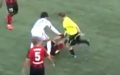Муса Кадыров избивает Илью Кричмара. Стоп-кадр с видео в Youtube