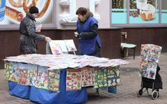 Продавщица печатной продукции © KM.RU, Алексей Белкин