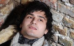 Отабек  Муталхужаев. Фото с сайта suratlar.com