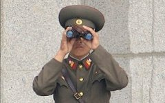 Северокорейский военный. Фото Edward N. Johnson с сайта wikipedia.org